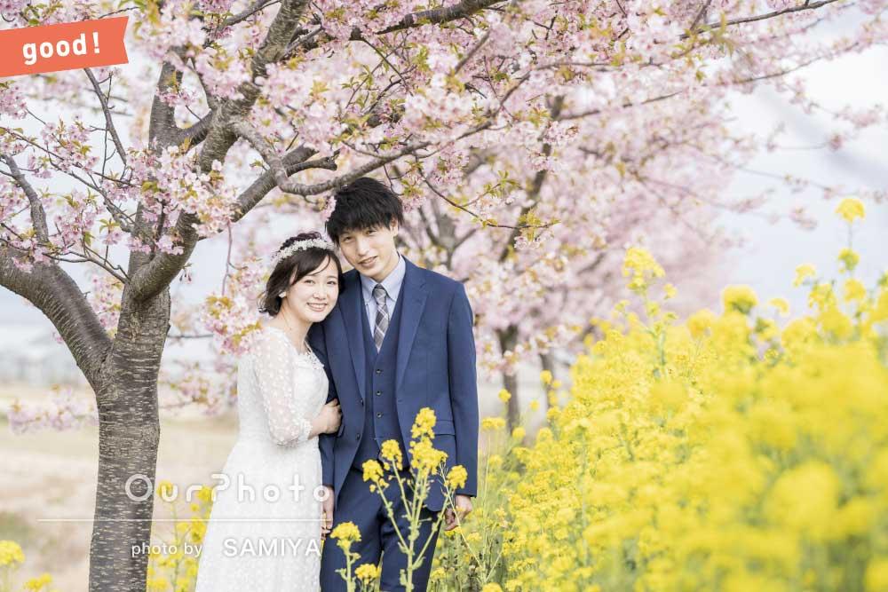 フォトギャラリー「「楽しく撮影」桜と菜の花が満開の並木道でウェディングフォトの撮影」の撮影