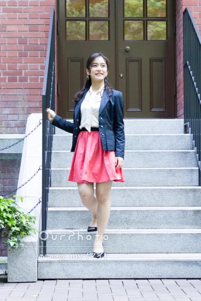 女性:ワンピースやスカートなどできれいめ服装