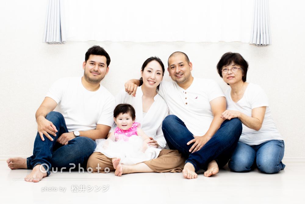 「自宅で撮ったと思えないほど素敵」1歳のバースデーに家族写真の撮影