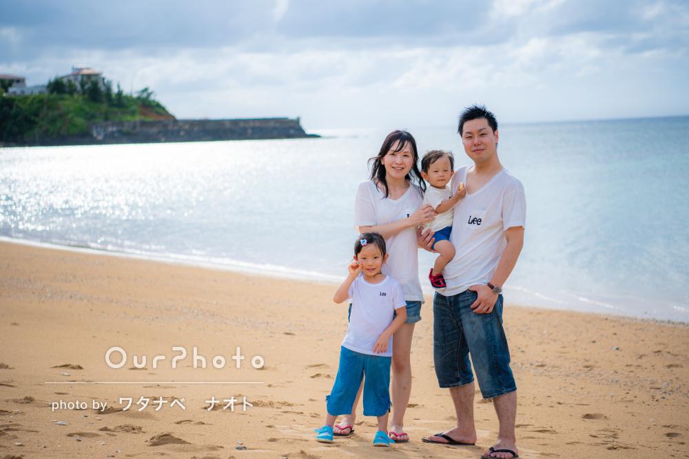 「柔軟にスケジュール変更を快諾下さり」輝く海に囲まれての家族写真撮影