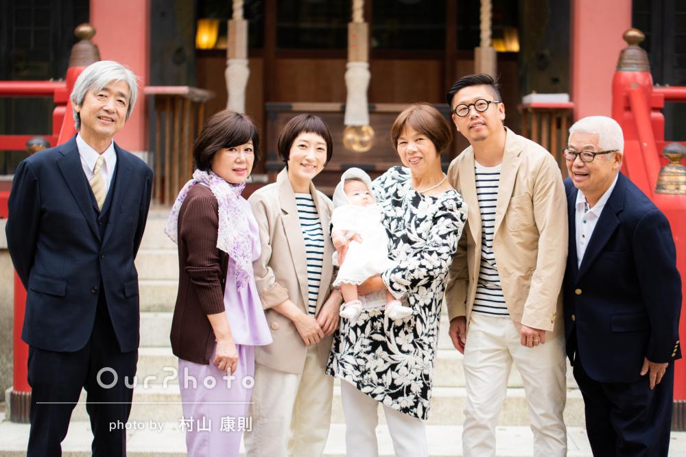 家族と幸せいっぱい!パパママリンクコーデでお宮参りの撮影