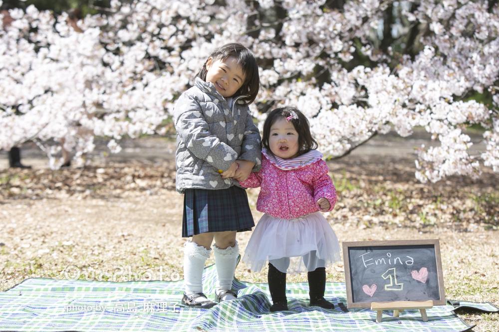 満開の桜の下でにこにこ笑顔の姉妹に癒やされる!家族写真の撮影