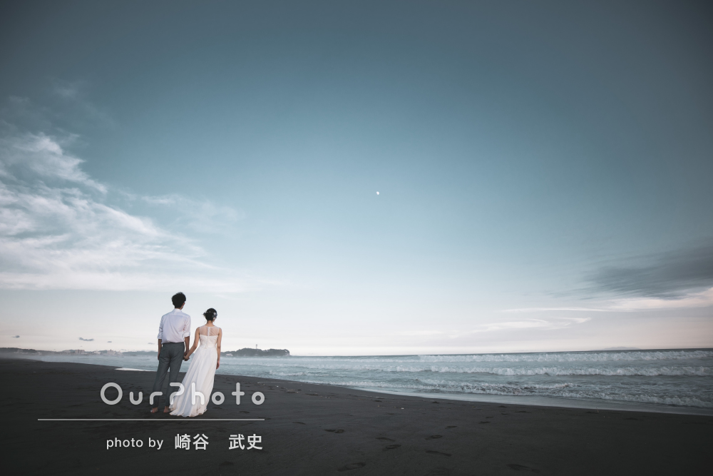 刻々と変化する空色に包まれてロマンチックなカップルフォトの撮影