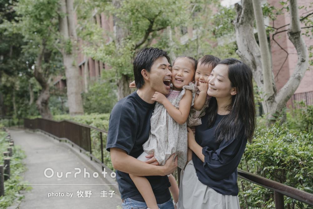 ほのぼのとした日常のお散歩の光景が素敵な家族写真の撮影