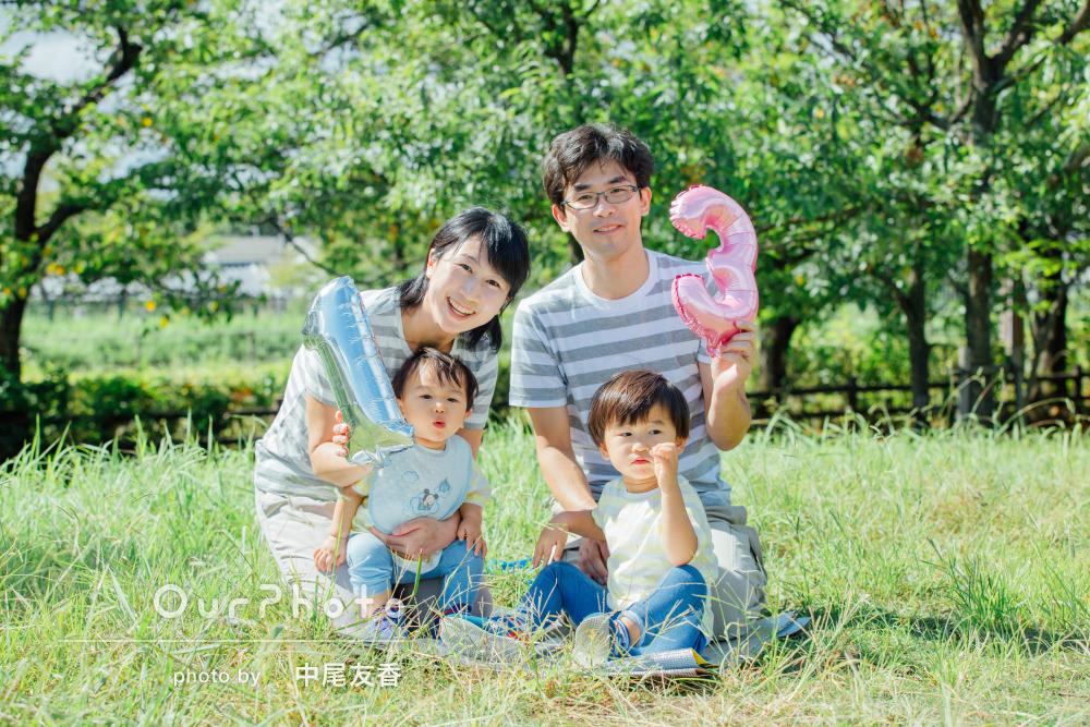 ボーダーのリンクコーデが爽やか!子どもの成長を祝う家族写真の撮影