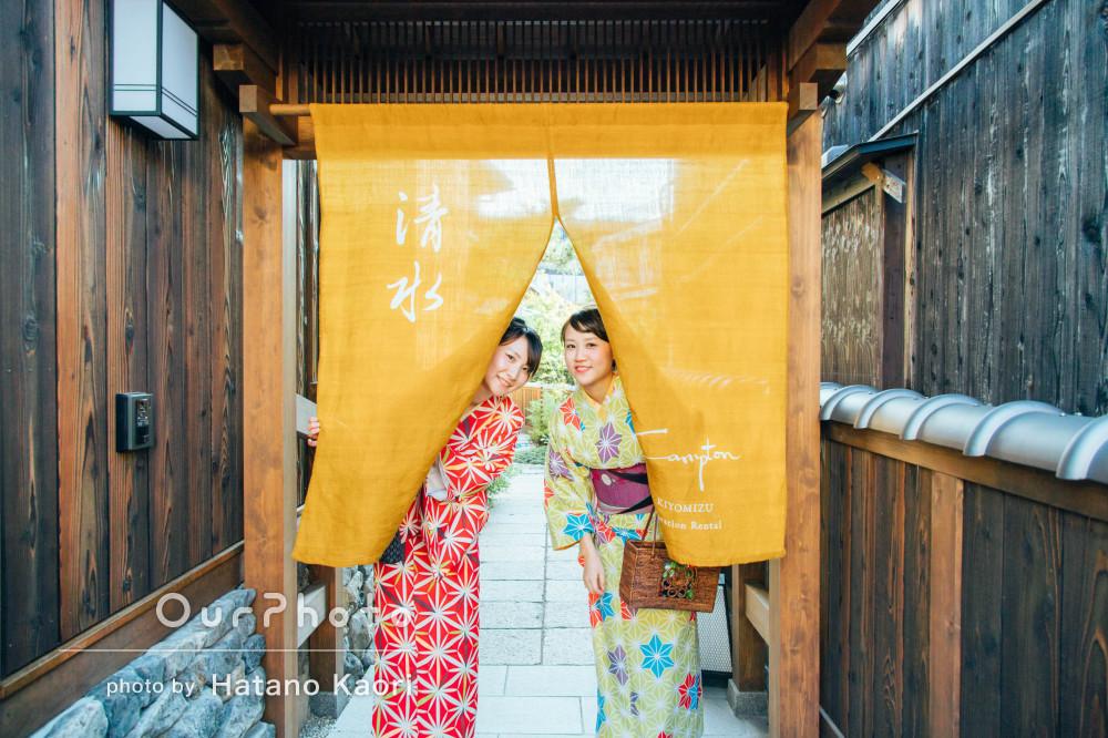 京都にて着物を着て和を感じる友だちとの記念撮影