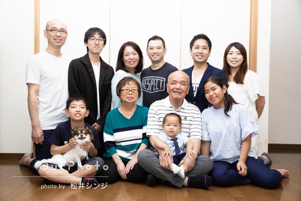 「みんながリラックスして自然に笑顔に」金婚式をお祝い!家族写真の撮影