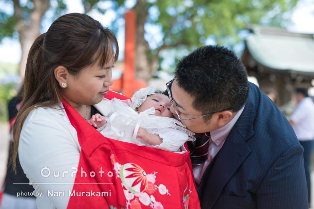 神聖な神社にて健やかな成長をご家族で祈るお宮参り写真の撮影