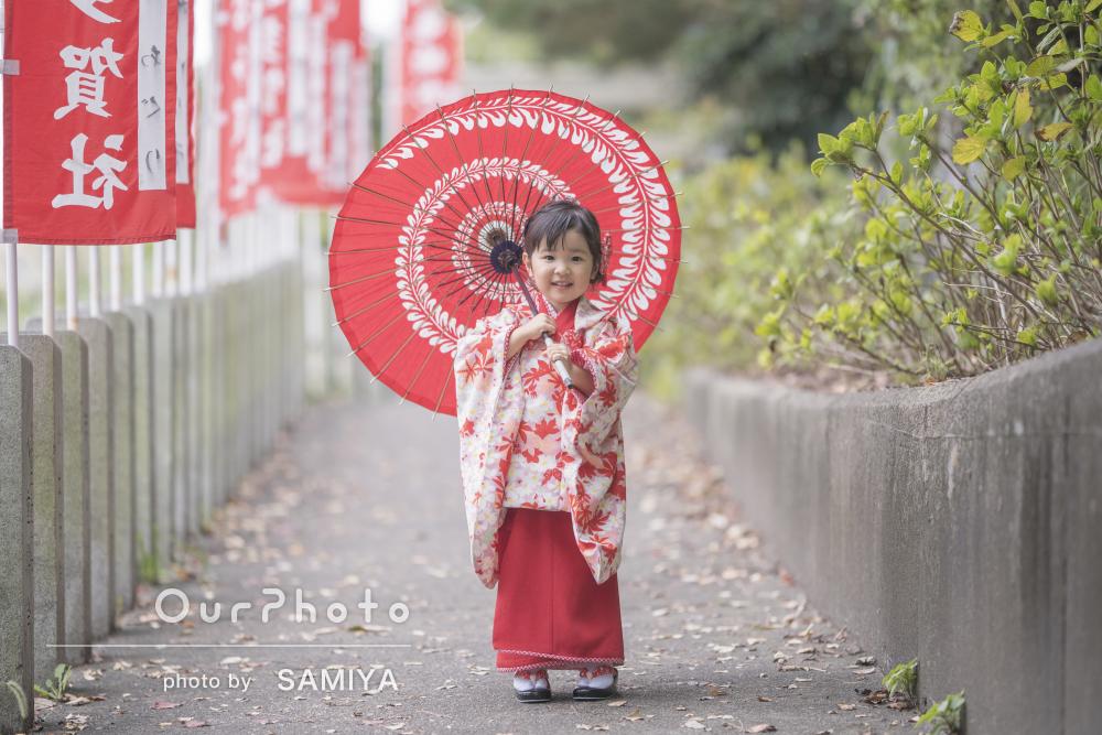 鮮やかな紅葉柄の着物で!秋の魅力がいっぱいの3歳の七五三の撮影