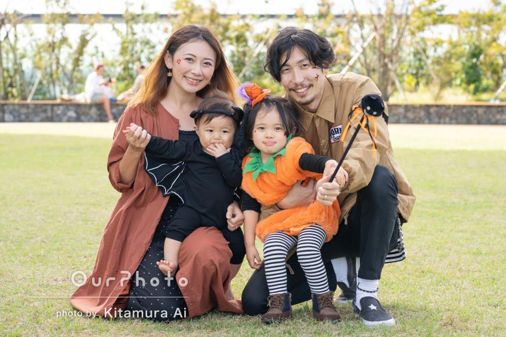 公園で「楽しく撮影」ハロウィンのコスプレで秋の家族写真の撮影