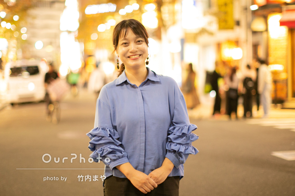 「笑顔を引き出して」街並みに溶け込んだ自然体な姿でプロフィールの撮影