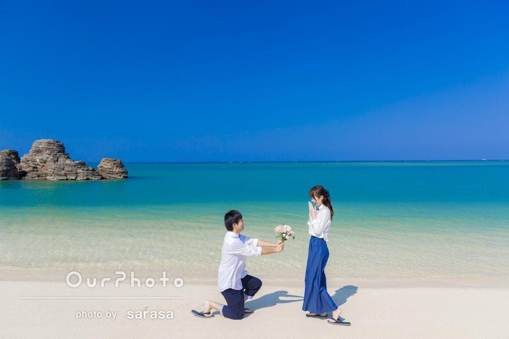 サムシングブルーに願いを込めて!絶景に魅了の沖縄旅行でカップル写真