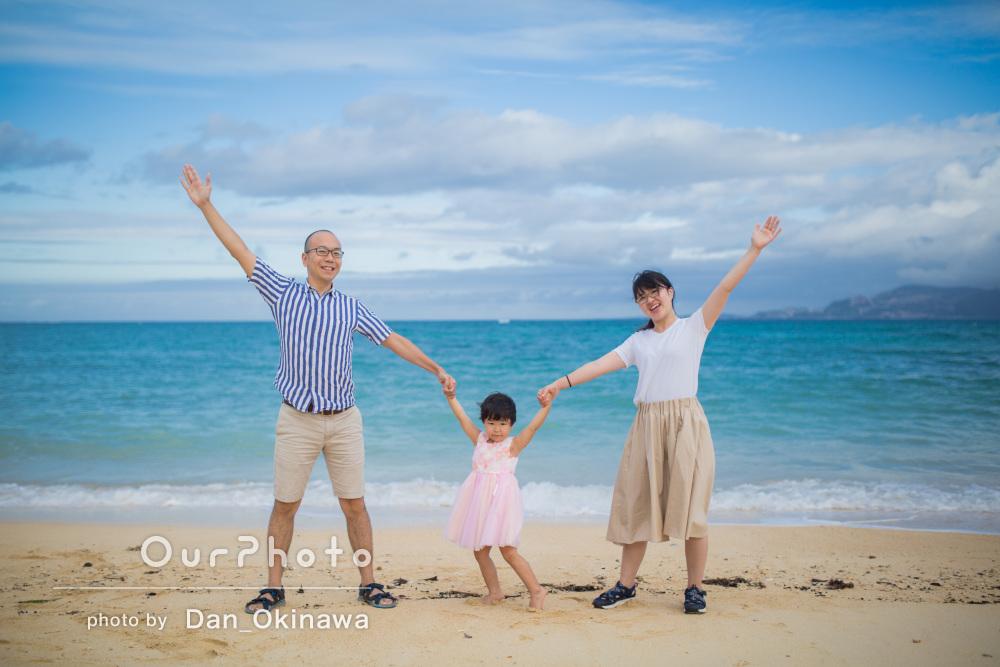 「親しみやすく朗らか」空と海がキラキラ!沖縄の海でご家族の撮影
