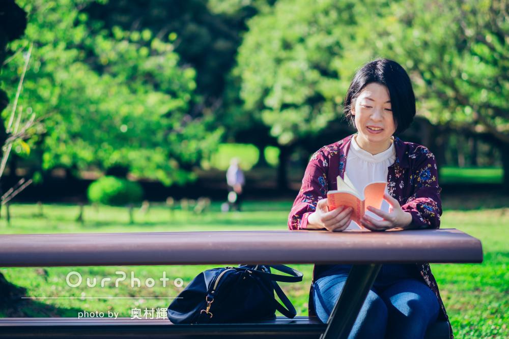 「楽しくお話ししながら」自然豊かな公園でのプロフィール写真の撮影