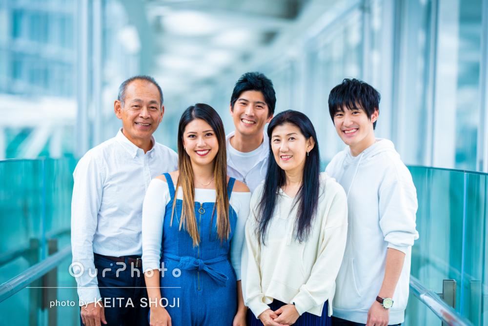「家族皆緊張することなく楽しく」大人になった子供たちとの家族写真