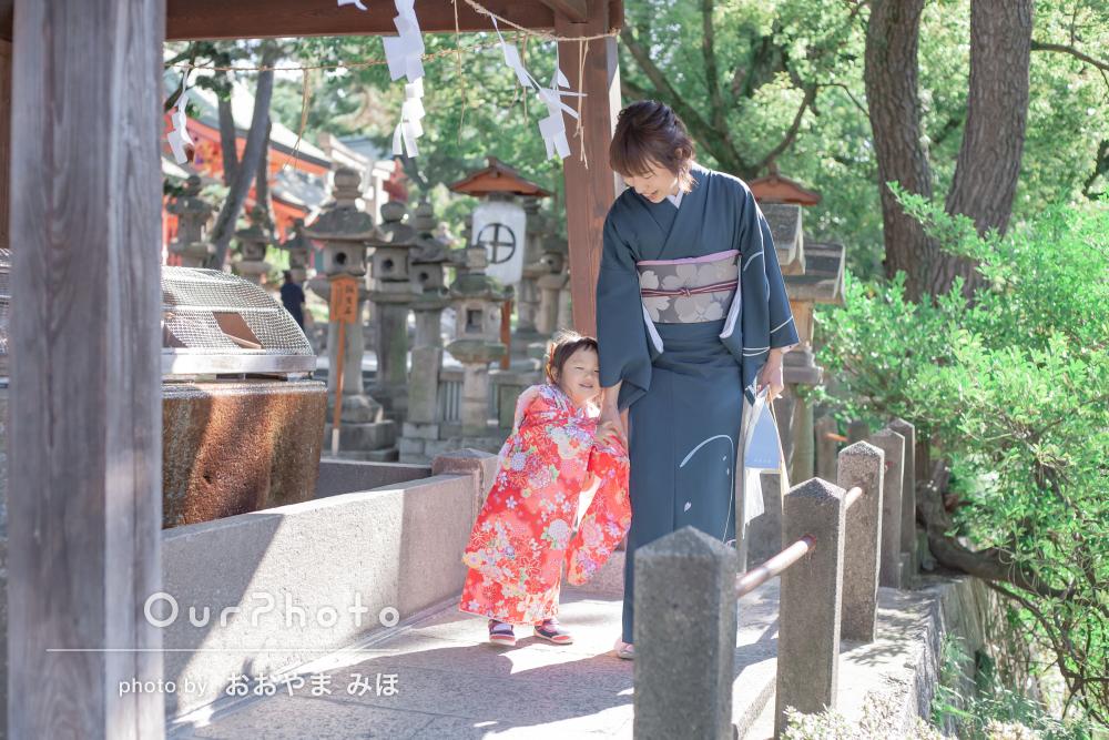 和装で格式高く 庭園が美しい神社で三歳の七五三詣りの撮影