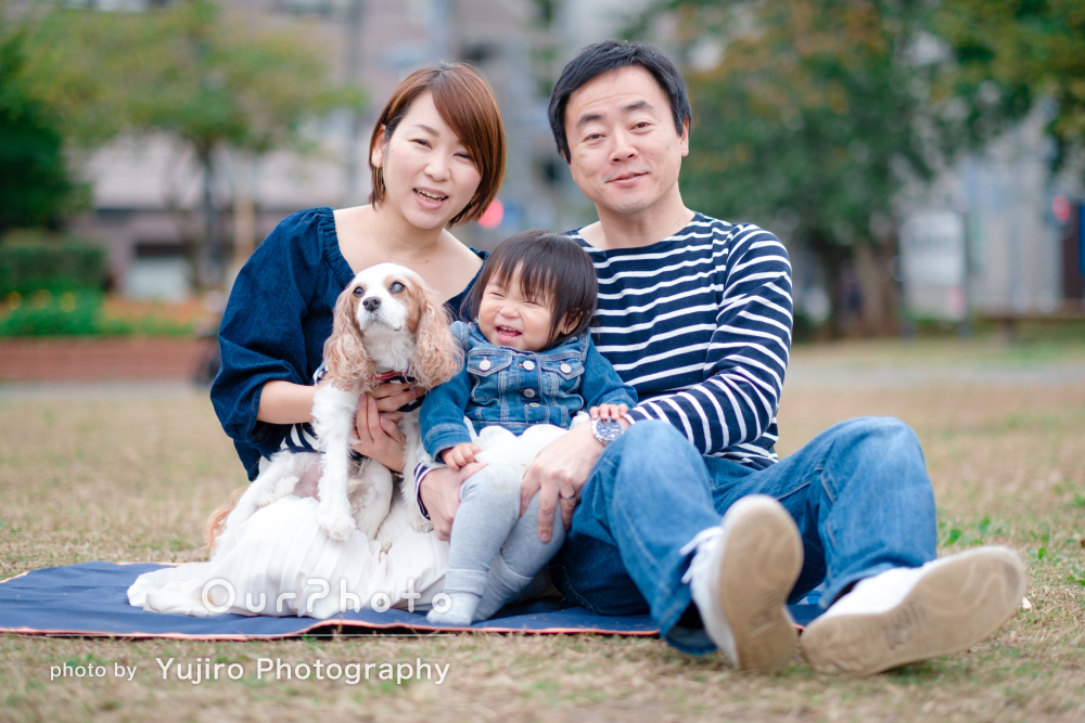 「病気の愛犬と娘との家族写真を残したい」優しい雰囲気の家族写真の撮影