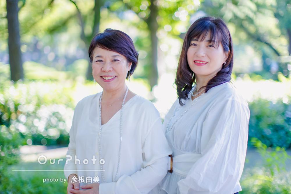 爽やかな秋の風を感じる公園で!女性2人のプロフィール写真撮影