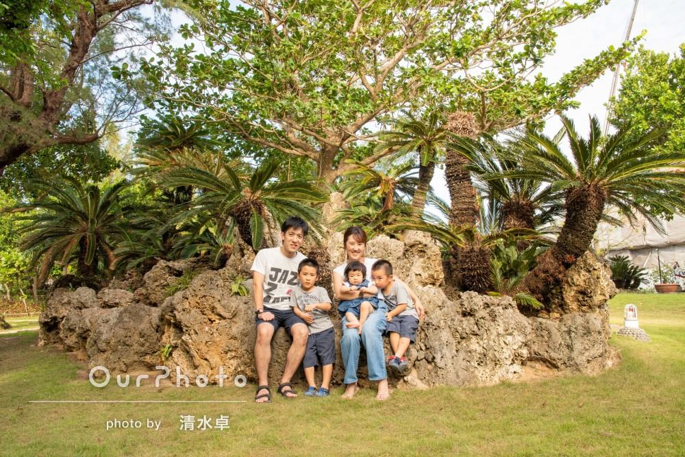 沖縄の空と海に囲まれて!元気いっぱい笑顔あふれる家族写真の撮影