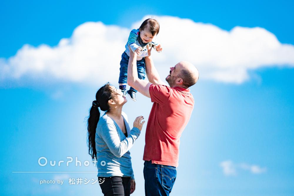 「出来上がりにとても満足」青空の下で笑顔輝く家族写真の撮影