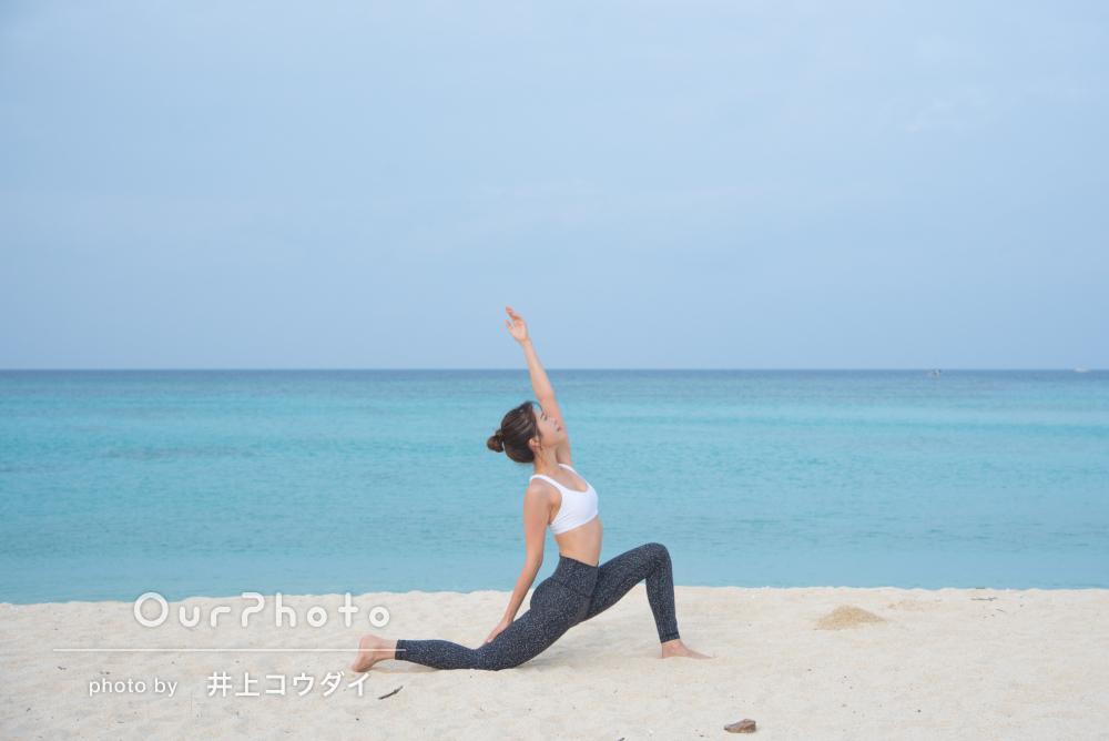 落ち着いたビーチで!しなやかさと美しさが溢れるプロフィール写真の撮影