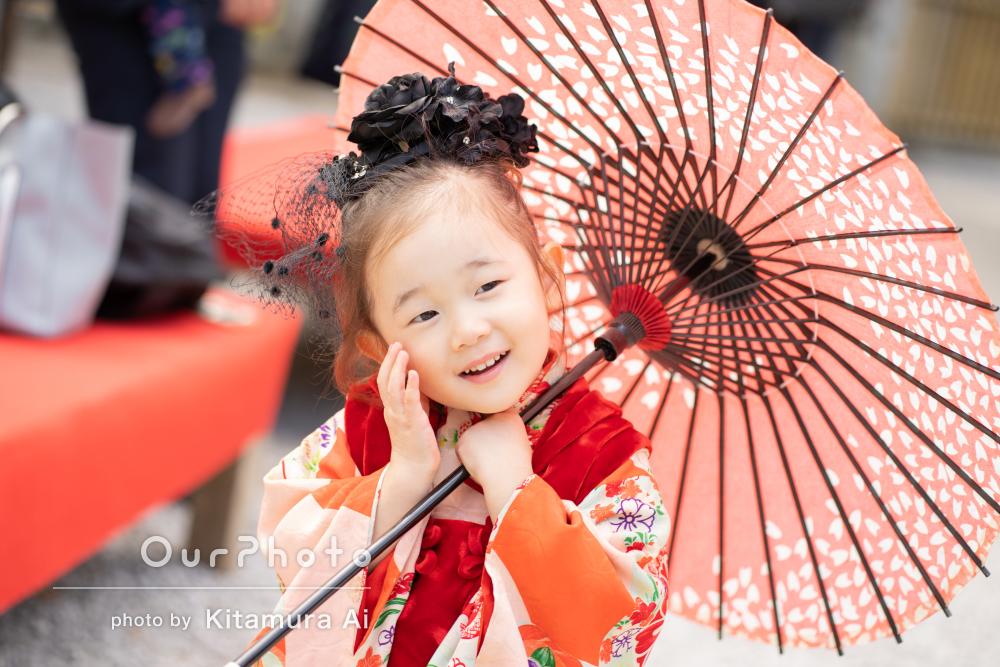 黒いバラのヘッドドレスでレトロ可愛い3歳の七五三の撮影
