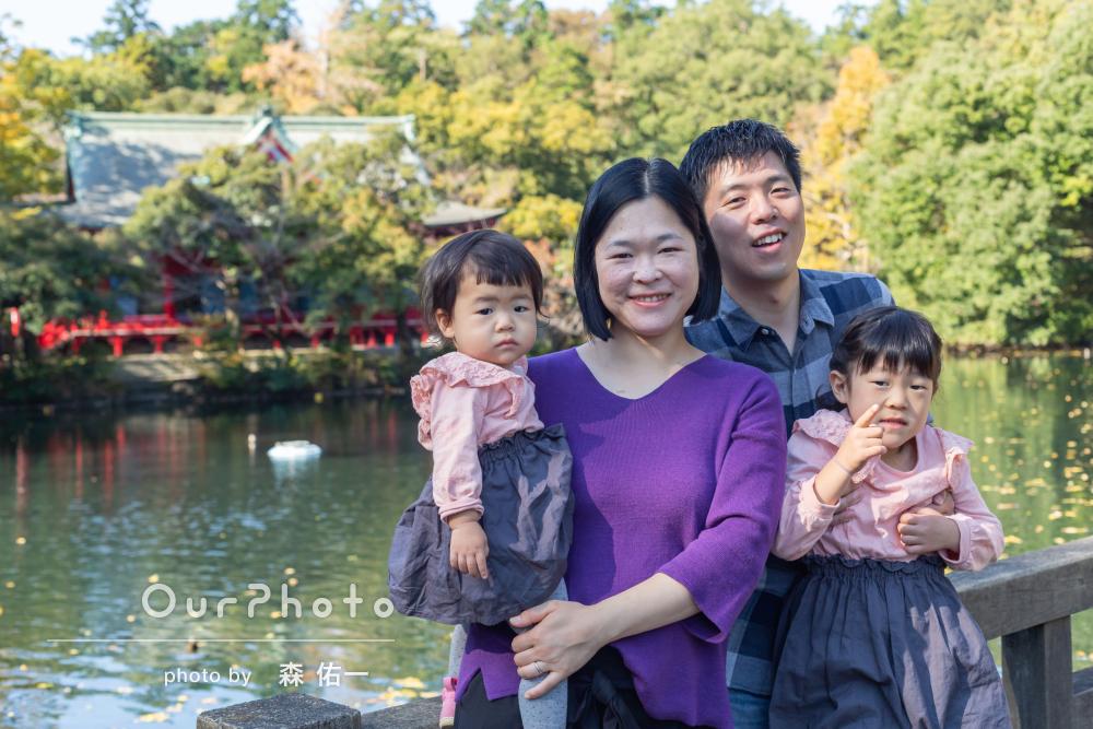 「人見知りな次女も泣かずに楽しく」秋色の公園で家族写真の撮影