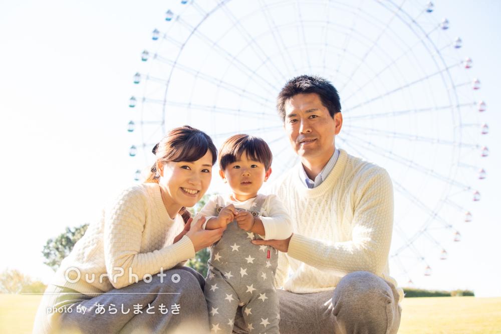 「2歳の誕生日の素敵な記念」観覧車も見守る家族写真の撮影