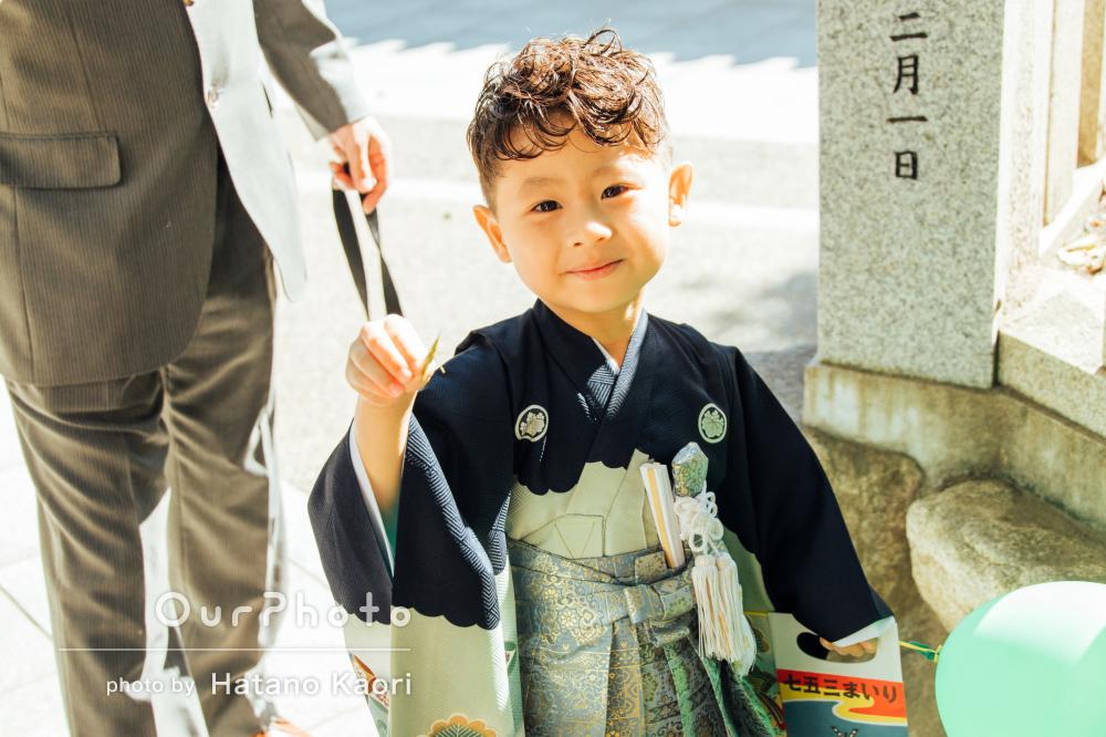 「人見知りの子供もとってもいい表情」袴と洋装で七五三の撮影