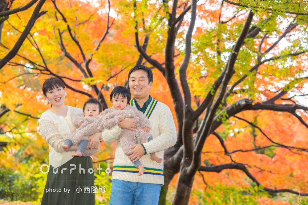 紅葉が美しい「希望通りの写真」双子ちゃん1歳誕生日記念に家族写真