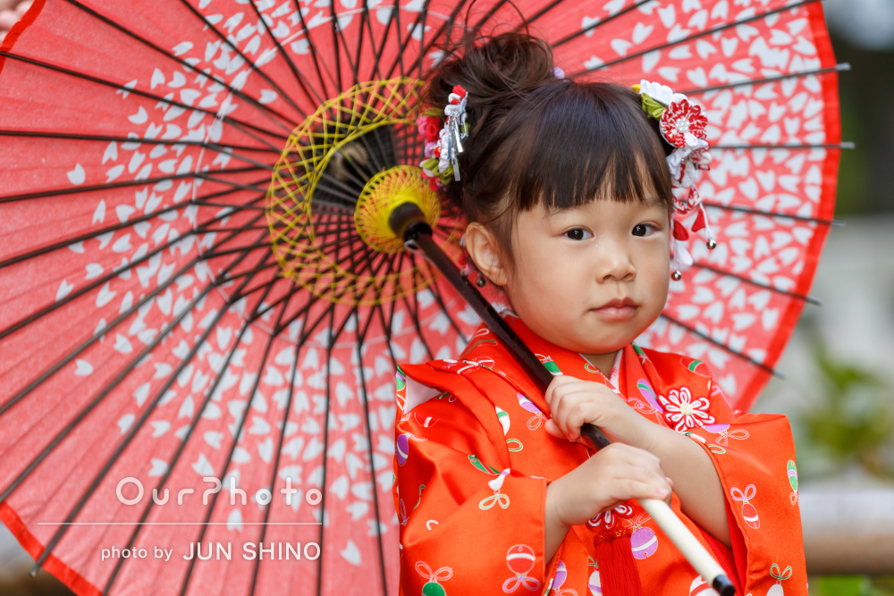 「娘も嫌がることなく色々な表情を」赤い着物が可愛い3歳の七五三の撮影