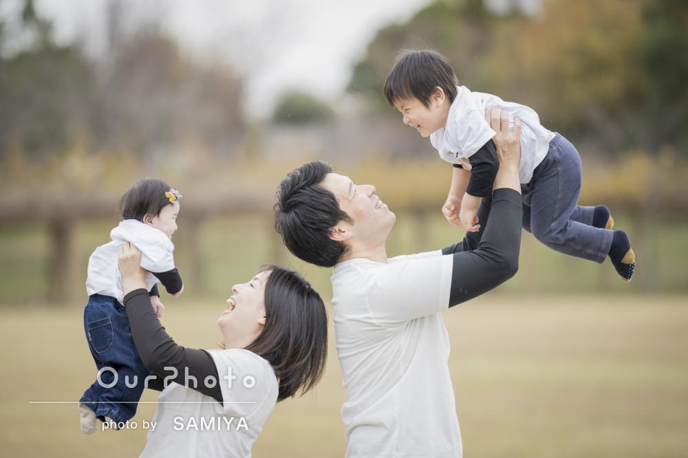 リンクコーデで秋の公園を満喫!誕生日記念に笑顔が素敵な家族写真の撮影