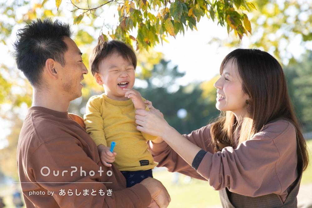 秋らしいコーデで仲良く楽しく!お誕生日記念に家族写真の撮影