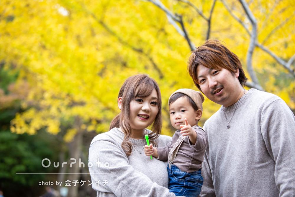 「色んな表情を撮って頂き嬉しいです」紅葉が秋らしい家族写真の撮影