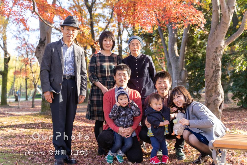 「ゆったりご対応頂いて」落ち葉がいっぱいの公園でご家族の記念撮影
