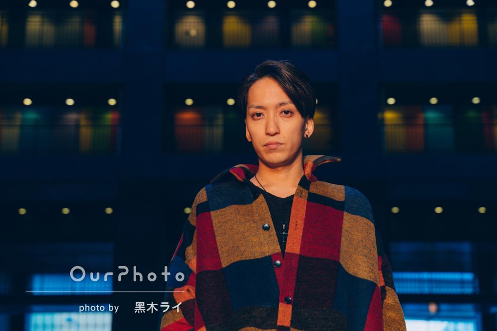 背景とファッションがリンクして洗練されたプロフィール写真の撮影