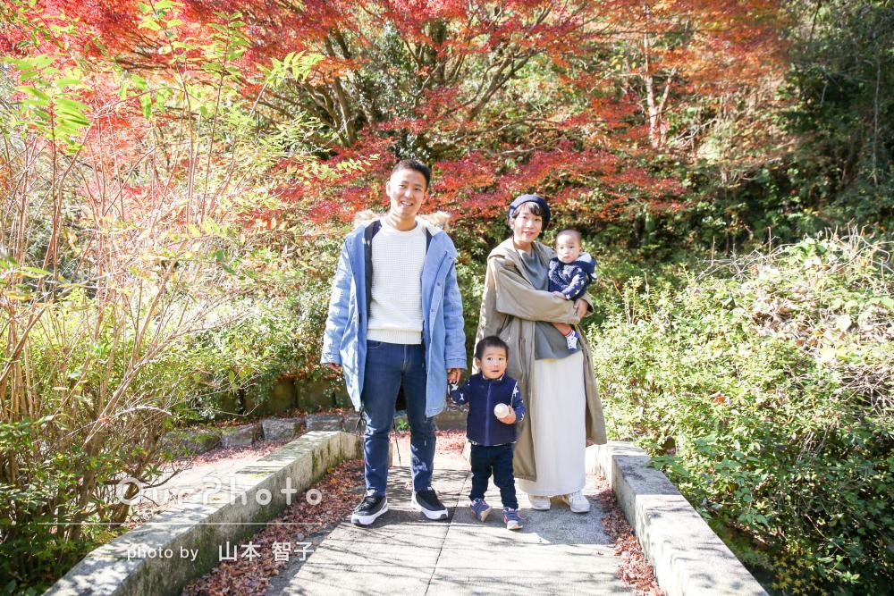 「とても優しい方で気遣ってくれました」美しい紅葉の中で家族写真の撮影