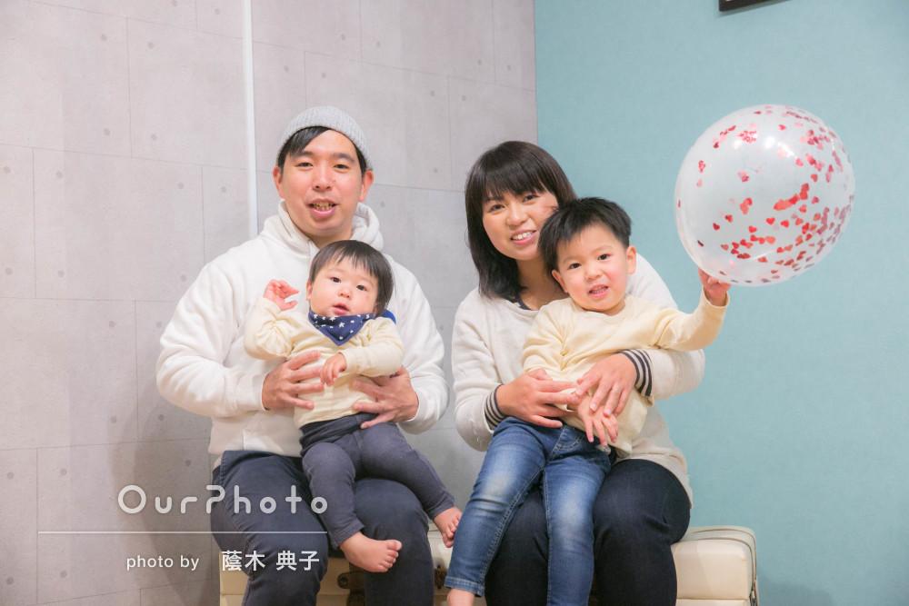 「出来上がった写真はとても綺麗で感動」室内で楽しく遊ぶ家族写真の撮影