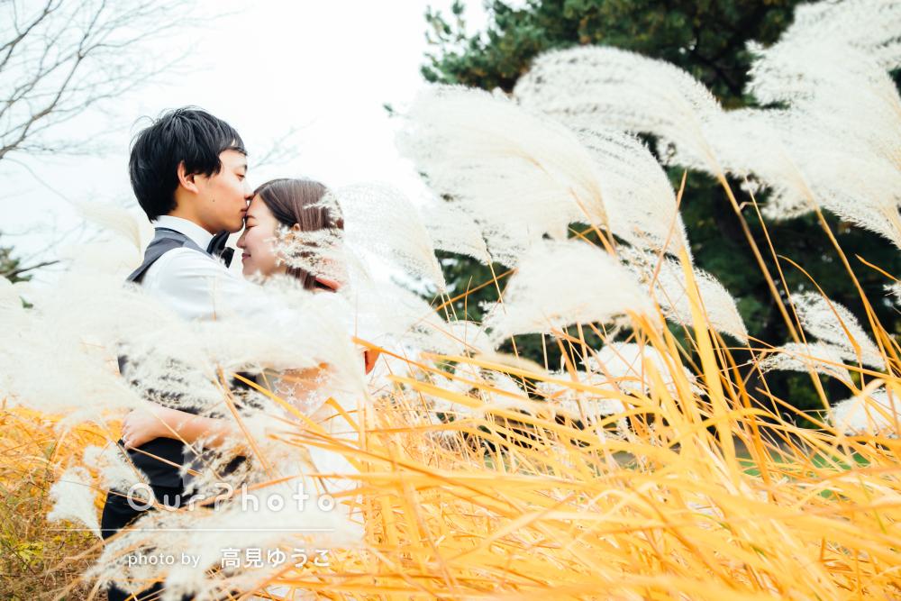 「いろんなパターンの撮影」秋の風景の中でエンゲージメントフォトの撮影