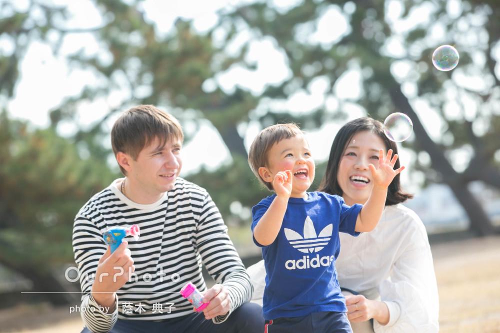「普段の雰囲気のまま子供のナチュラルな表情を撮って頂け」家族写真撮影