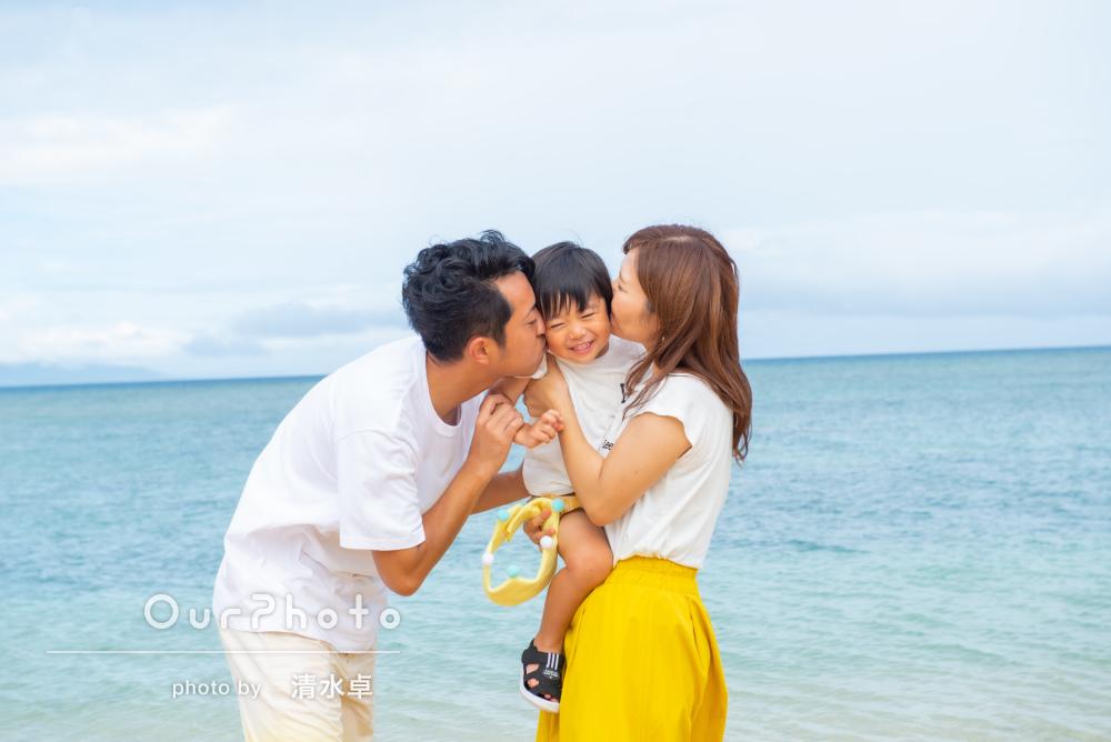 「ふざけてしまう息子に笑顔で接して下さり」ビーチで家族写真の撮影