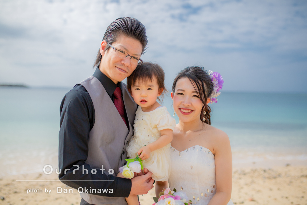 「想像以上に良い写真で感動」沖縄のビーチで家族ウェディングの撮影