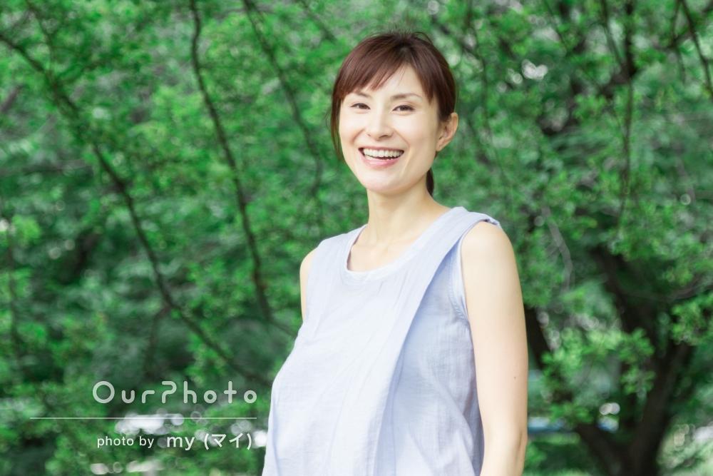 緑が綺麗な公園で!途中で服装や髪型も変えて、バリエーション豊かなプロフィール写真の撮影