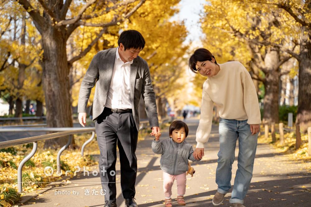 「良い表情をおさめていただけて」イチョウ並木を歩きながらご家族の撮影