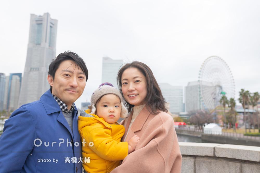 いろいろな風景をバックに楽しく幸せなお出かけを楽しむ家族写真撮影
