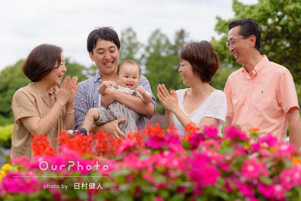 「息子の1歳の誕生日に祖父母を含めた家族写真を撮影してほしい!」自然で優しい笑顔がいっぱい、家族写真の撮影