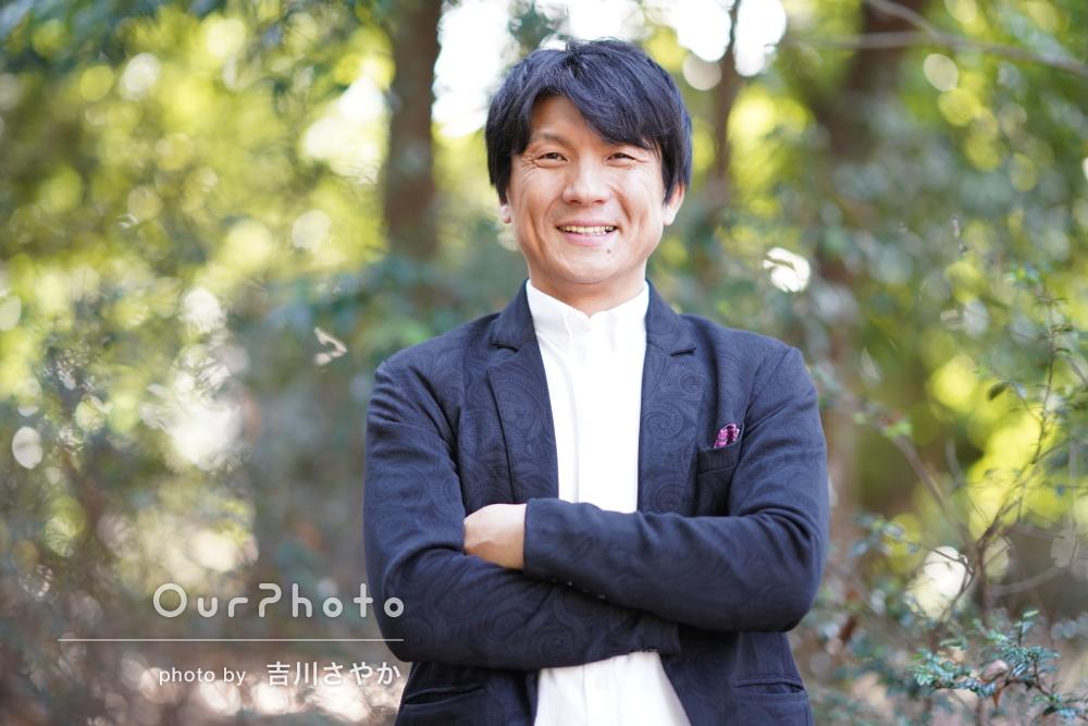 「リラックスして撮影に臨めました」自然な笑顔の男性プロフィール写真
