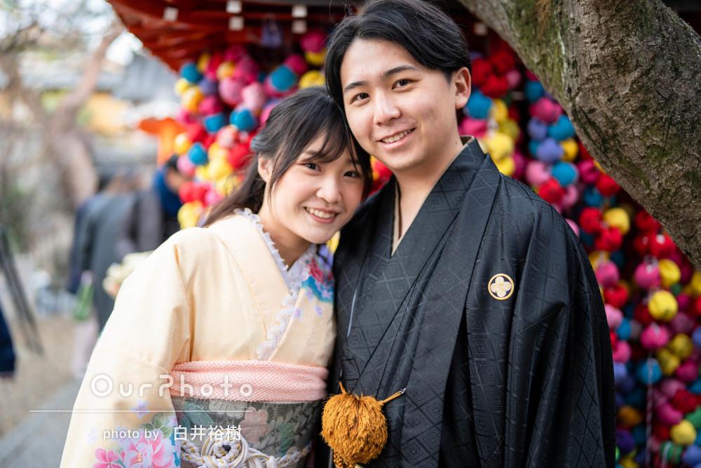 和装で気ままに街歩き 自然な笑顔が魅力のカップルフォト撮影