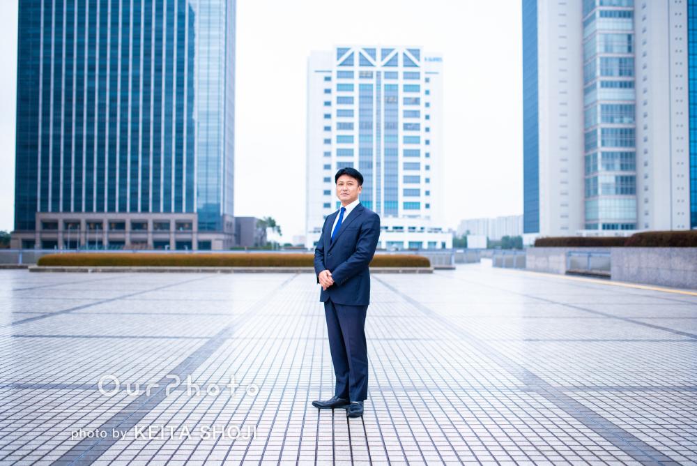 「終始リラックスして」ビジネス用の男性プロフィール写真の撮影