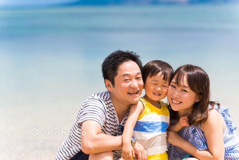 「子供も全く身構えることなく、楽しみながら撮影していただくことができました。」ビーチでの家族写真撮影
